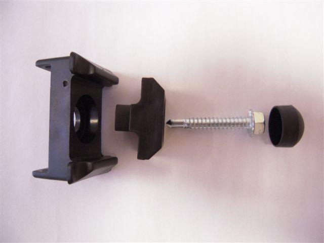 Kergpaneeli plastist kinnitusklamber 40×60-postile, 3-osaline+kruvi